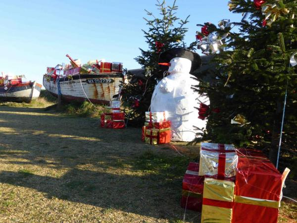 Le bonhomme de Neige Veille sur Meneham - Marché de Noël - Avel Deiz