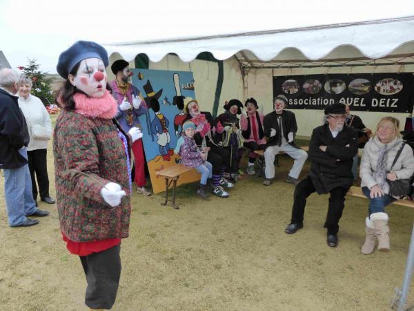 Les clowns à Meneham - Marché de Noël - Avel Deiz