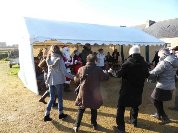 On danse à Meneham - Marché de Noël 2013 - Avel Deiz - Meneham